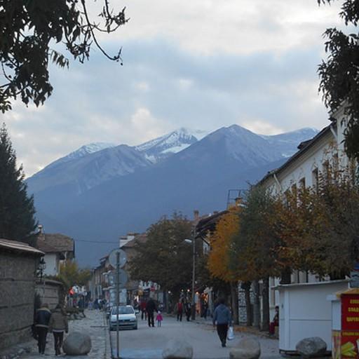 הרי פירין כפי שנראים מהעיירה בנסקו
